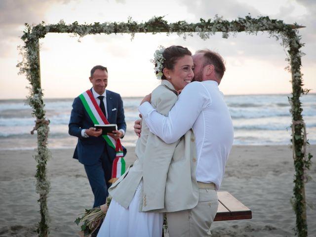 Il matrimonio di Luca e Simona a Viareggio, Lucca 44