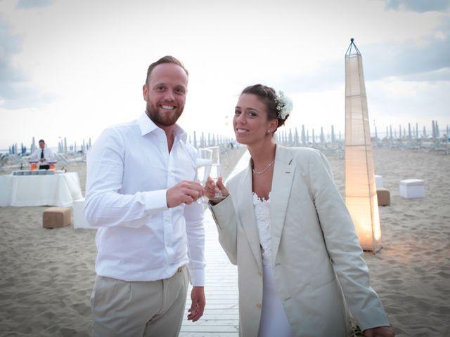 Il matrimonio di Luca e Simona a Viareggio, Lucca 45