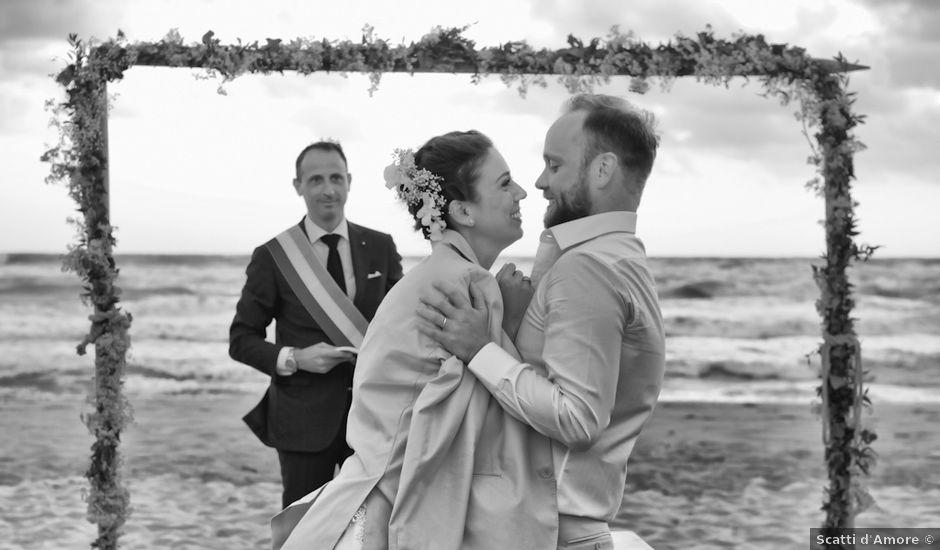 Il matrimonio di Luca e Simona a Viareggio, Lucca