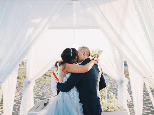 Il matrimonio di Pietro e Elisa a Viareggio, Lucca 53