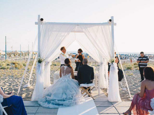 Il matrimonio di Pietro e Elisa a Viareggio, Lucca 57