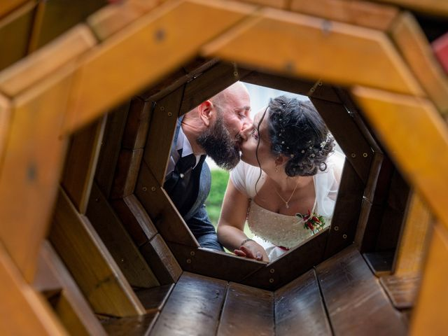 Il matrimonio di Alessandro e Elisabetta a Varano Borghi, Varese 30