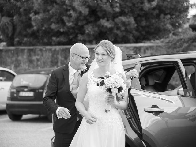 Il matrimonio di Tommaso e Elisabetta a Angera, Varese 15