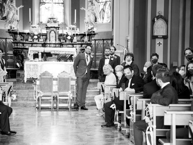 Il matrimonio di Tommaso e Elisabetta a Angera, Varese 17