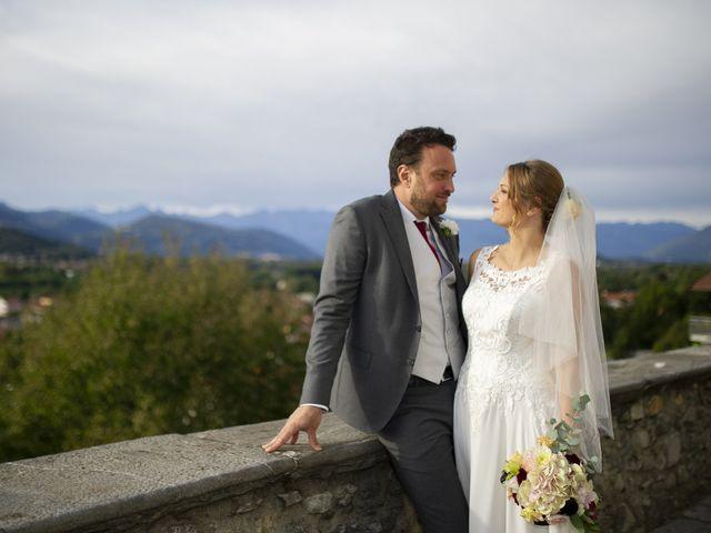 Il matrimonio di Tommaso e Elisabetta a Angera, Varese 25