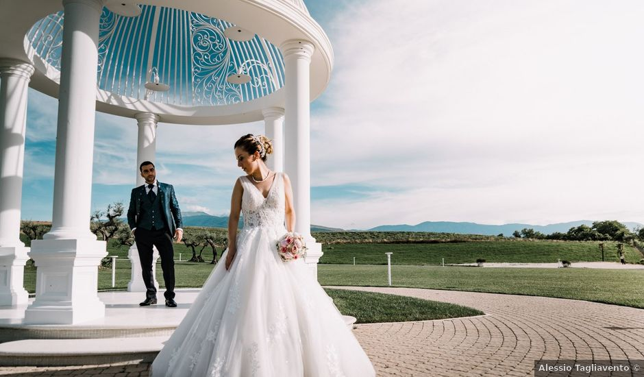 Il matrimonio di Davide e Roberta a Torre de' Passeri, Pescara