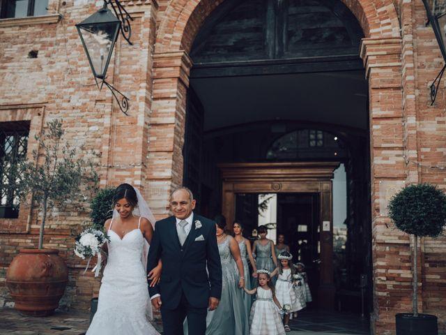 Il matrimonio di Dean e Elena a Loreto Aprutino, Pescara 15