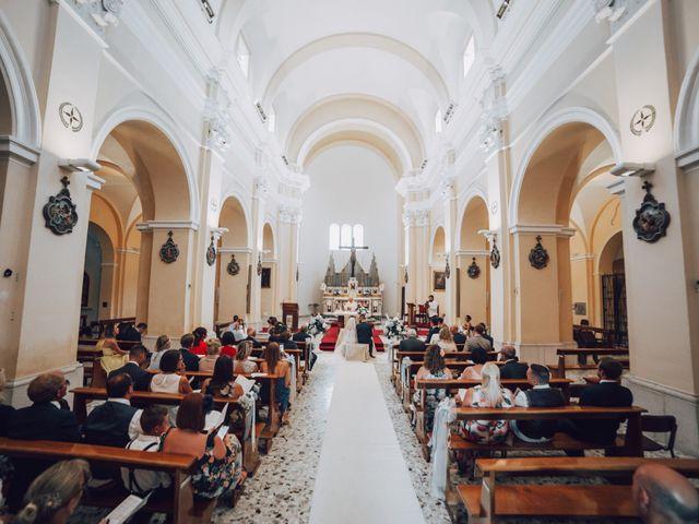 Il matrimonio di Dean e Elena a Loreto Aprutino, Pescara 17