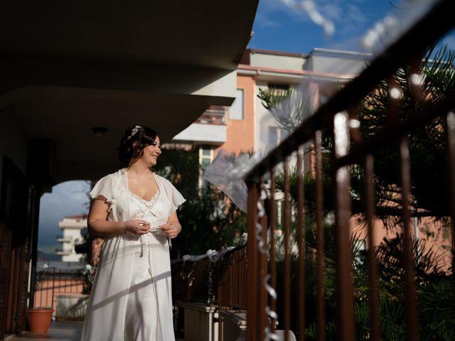 Il matrimonio di Davide e Mariantonietta a Strongoli, Crotone 10