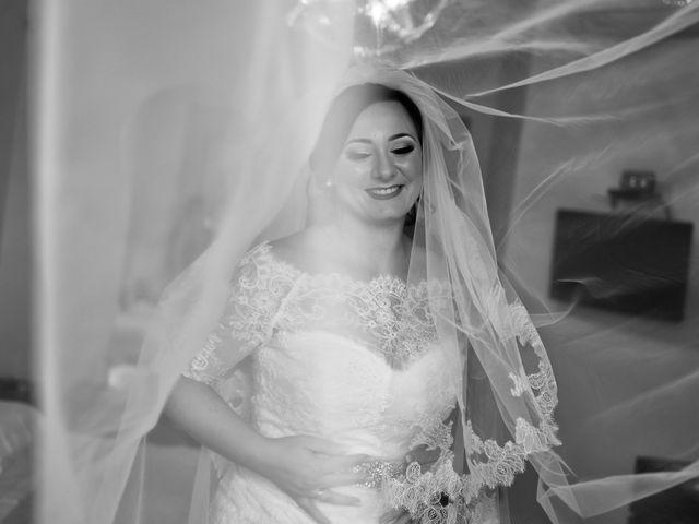 Il matrimonio di Davide e Mariantonietta a Strongoli, Crotone 24