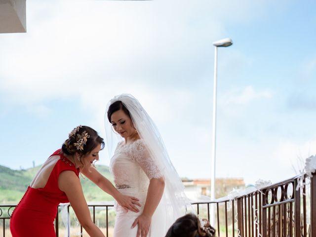 Il matrimonio di Davide e Mariantonietta a Strongoli, Crotone 25