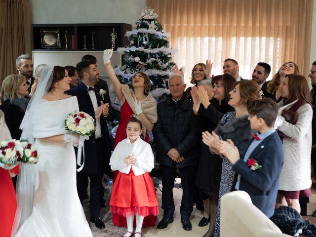Il matrimonio di Davide e Mariantonietta a Strongoli, Crotone 27