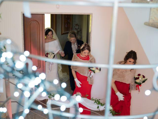 Il matrimonio di Davide e Mariantonietta a Strongoli, Crotone 28