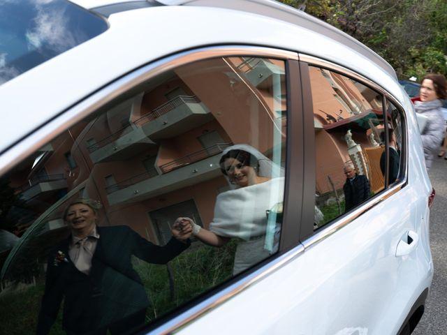 Il matrimonio di Davide e Mariantonietta a Strongoli, Crotone 29