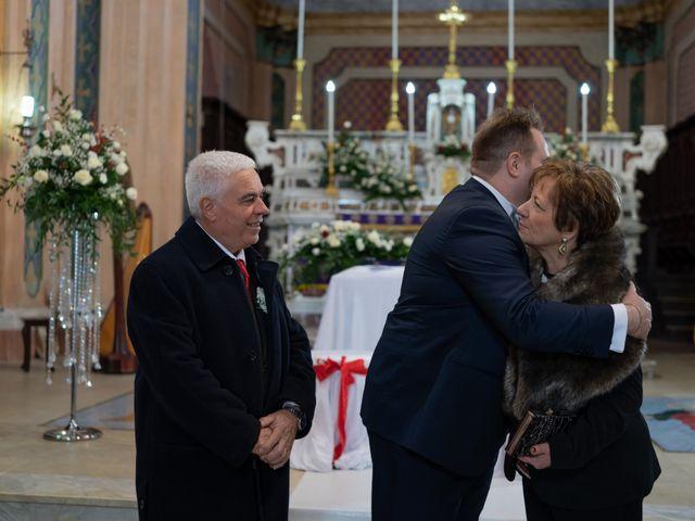 Il matrimonio di Davide e Mariantonietta a Strongoli, Crotone 30