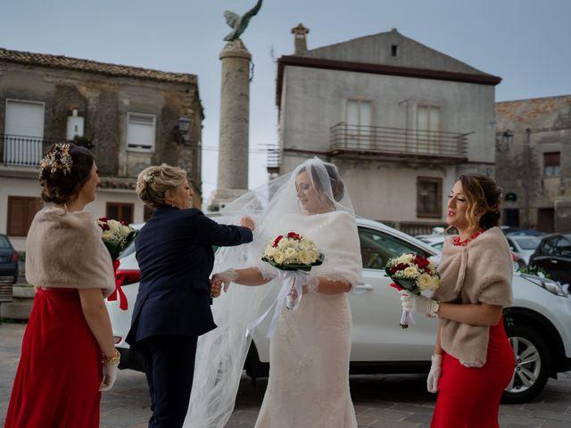 Il matrimonio di Davide e Mariantonietta a Strongoli, Crotone 31
