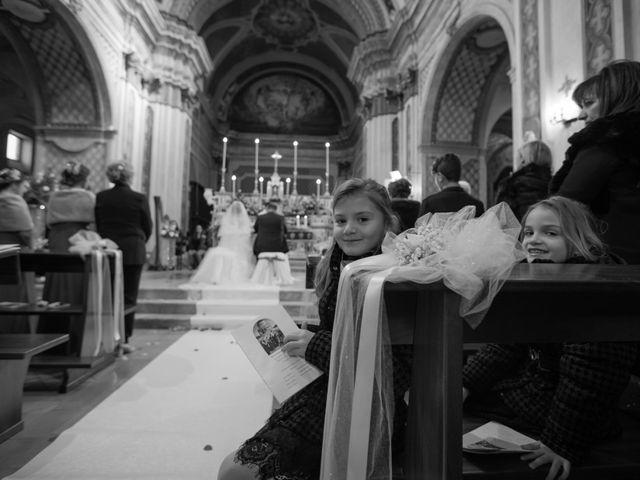 Il matrimonio di Davide e Mariantonietta a Strongoli, Crotone 32