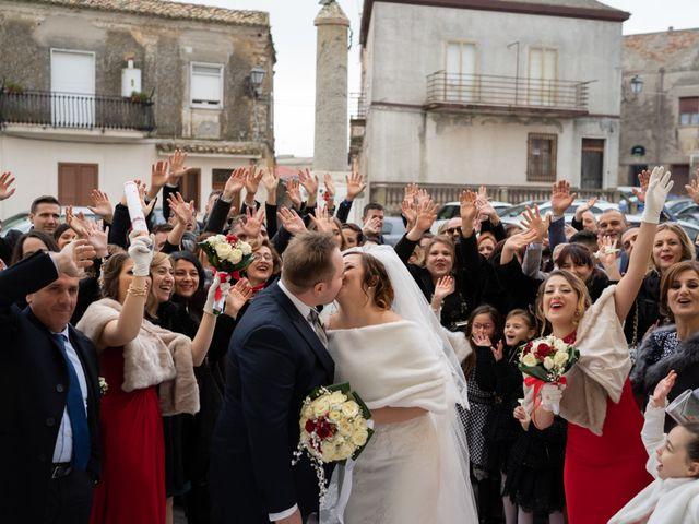 Il matrimonio di Davide e Mariantonietta a Strongoli, Crotone 34