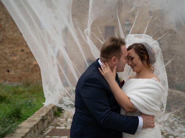 Il matrimonio di Davide e Mariantonietta a Strongoli, Crotone 35