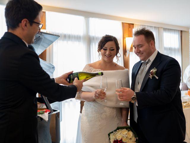 Il matrimonio di Davide e Mariantonietta a Strongoli, Crotone 44