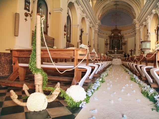 Il matrimonio di Antonella e Luca a Stromboli, Messina 32