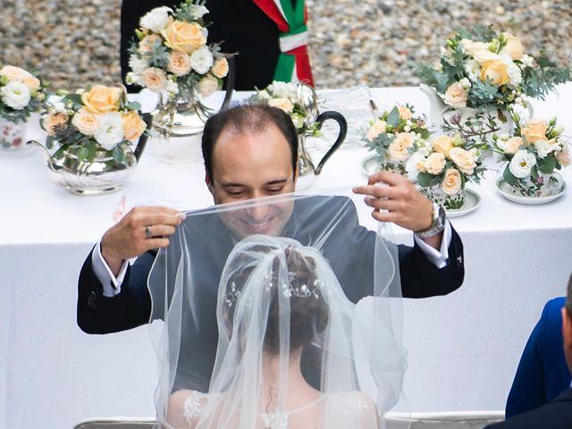 Il matrimonio di Vincenzo e Debora a Palazzo Pignano, Cremona 20