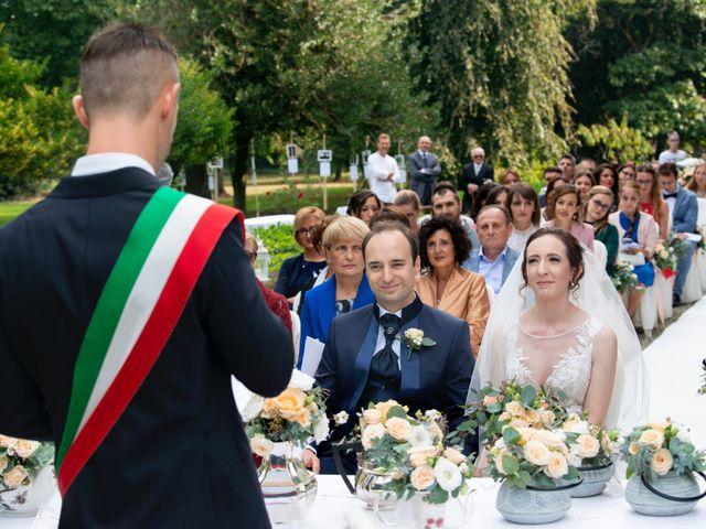 Il matrimonio di Vincenzo e Debora a Palazzo Pignano, Cremona 22