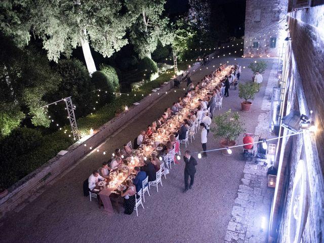 Il matrimonio di Massimiliano e Roberta a Monteriggioni, Siena 32