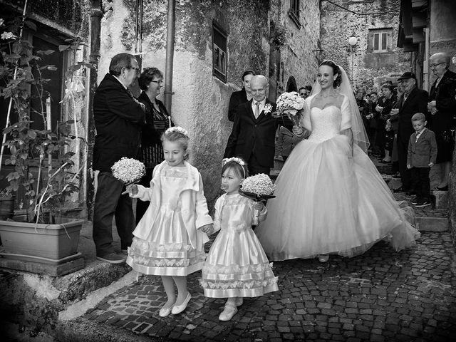 Il matrimonio di Dario e Valentina a Scanno, L'Aquila 32