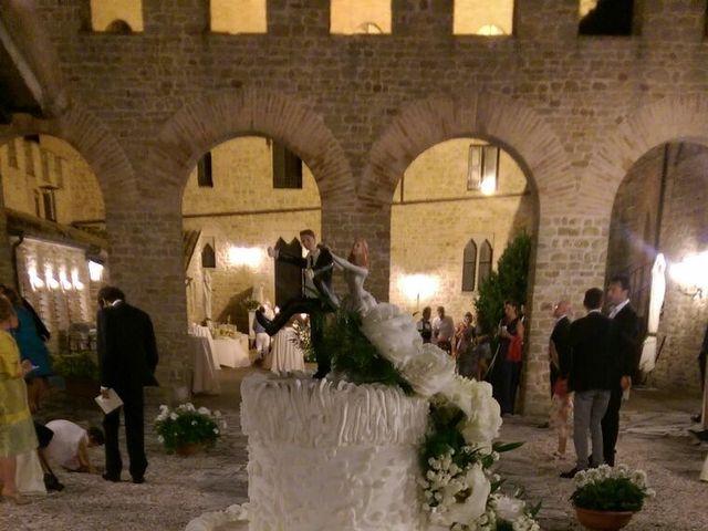 Il matrimonio di   Tonio e Laura a Tavoleto, Pesaro - Urbino 5