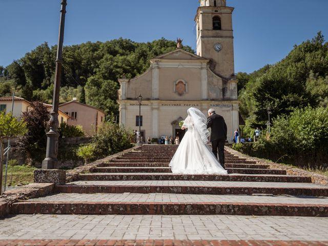 Il matrimonio di Davide e Valentina a Licciana Nardi, Massa Carrara 34