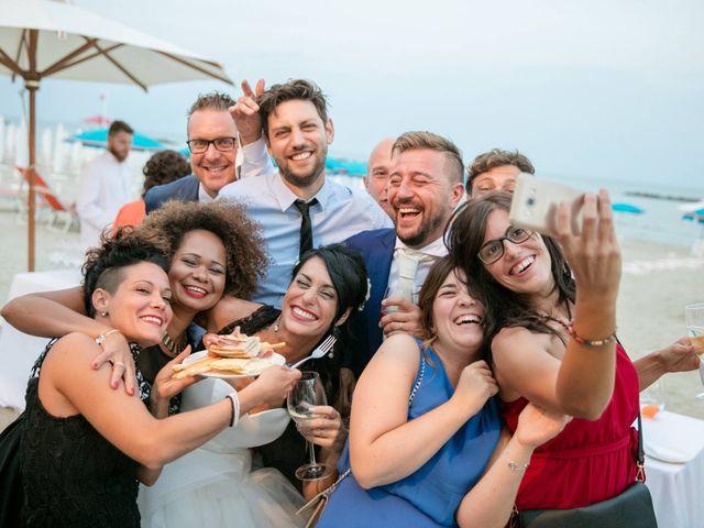 Il matrimonio di Luca e Simona a Comacchio, Ferrara 90
