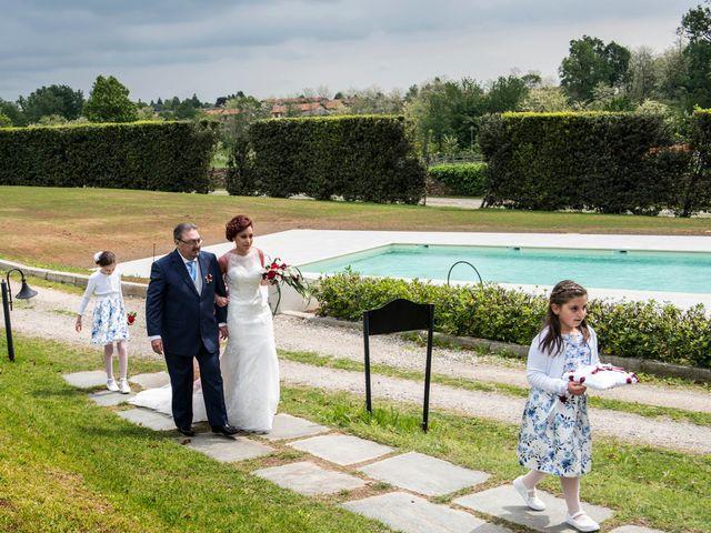 Il matrimonio di Massimiliano e Sara a Carnago, Varese 11