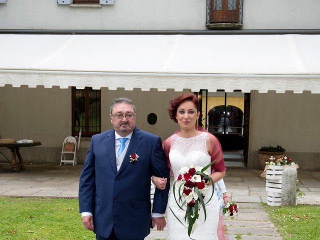 Il matrimonio di Massimiliano e Sara a Carnago, Varese 12