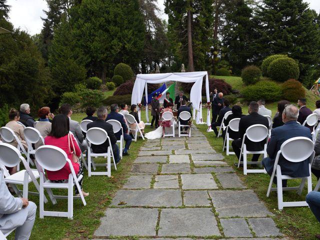 Il matrimonio di Massimiliano e Sara a Carnago, Varese 13