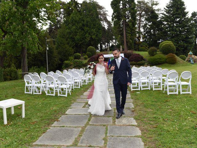 Il matrimonio di Massimiliano e Sara a Carnago, Varese 17