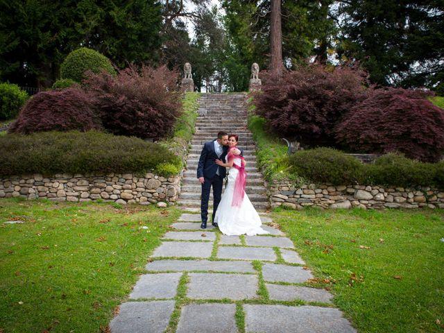 Il matrimonio di Massimiliano e Sara a Carnago, Varese 21
