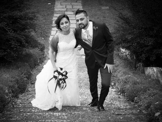 Il matrimonio di Massimiliano e Sara a Carnago, Varese 24