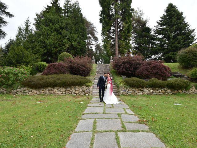 Il matrimonio di Massimiliano e Sara a Carnago, Varese 32