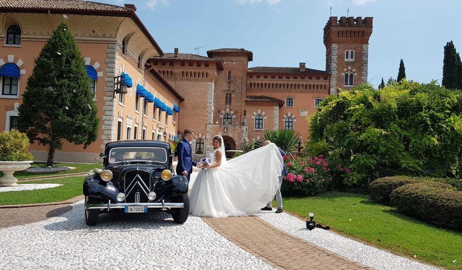 Il matrimonio di John e Sara a Manzano, Udine