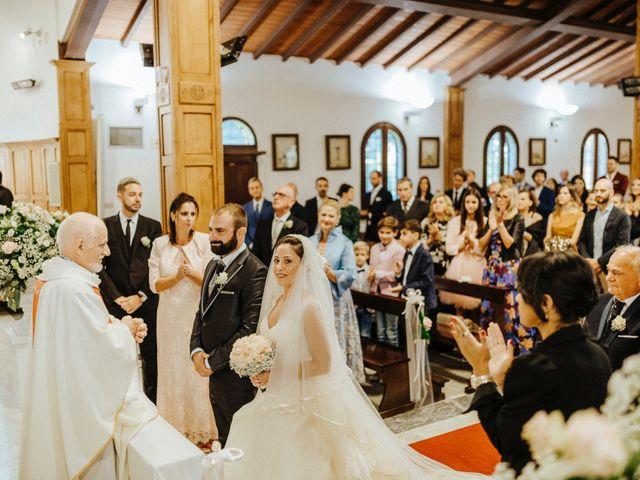 Il matrimonio di Arianna e Leonardo a Viareggio, Lucca 30