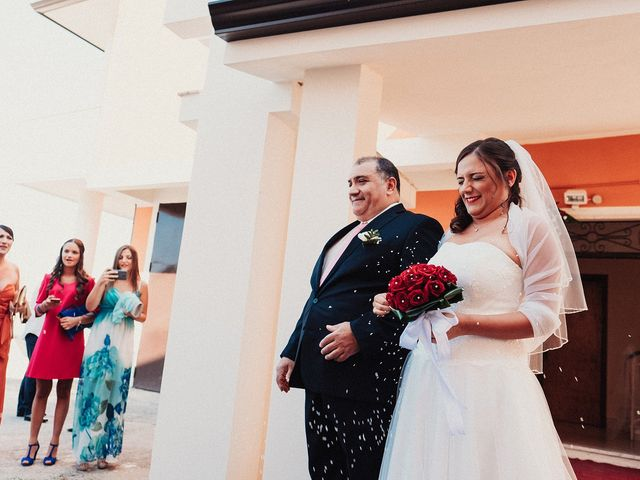 Il matrimonio di Francesco e Imma a Cirò, Crotone 17