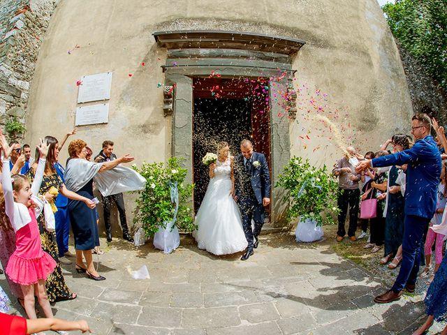Il matrimonio di Lorenzo e Martina a Borgo a Mozzano, Lucca 25