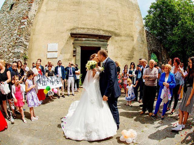 Il matrimonio di Lorenzo e Martina a Borgo a Mozzano, Lucca 24
