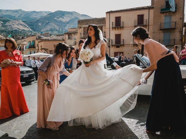 Il matrimonio di Nicoletta e Gaicomo a Castelbuono, Palermo 25