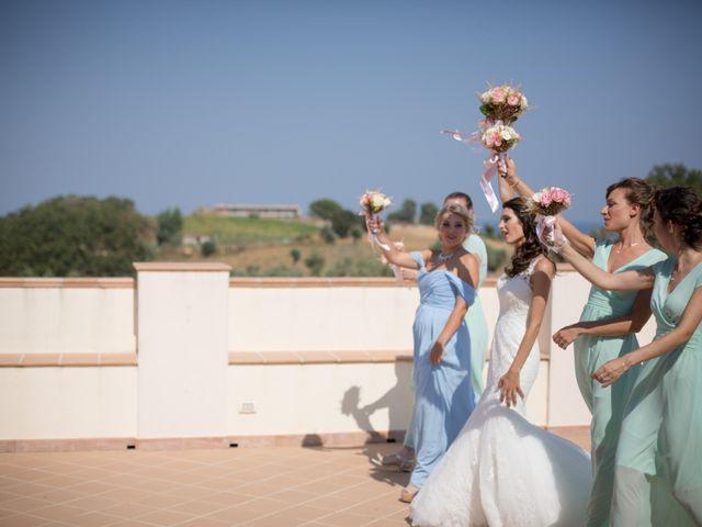 Il matrimonio di Nicola e Angela a Cirò Marina, Crotone 13