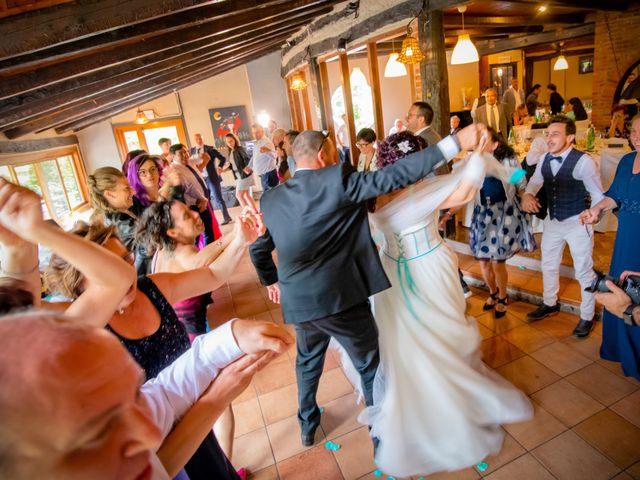Il matrimonio di Maurizio e Valentina a Momo, Novara 32