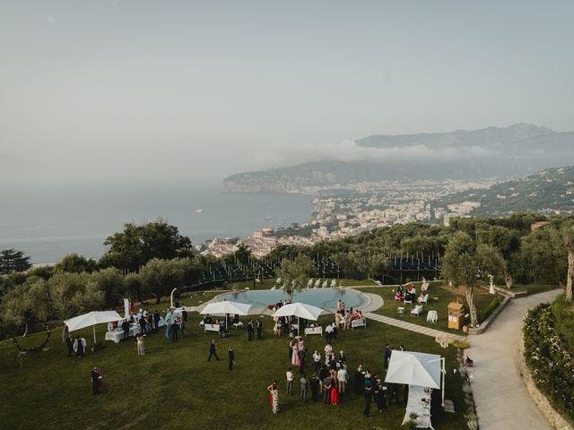Il matrimonio di Victor e Simona a Sorrento, Napoli 32