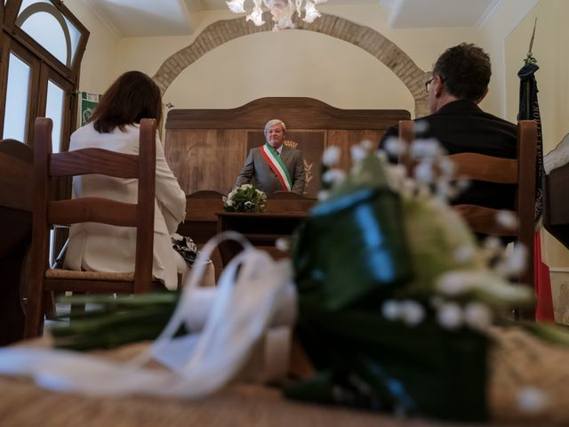 Il matrimonio di Luca e Silvia a Serrapetrona, Macerata 4