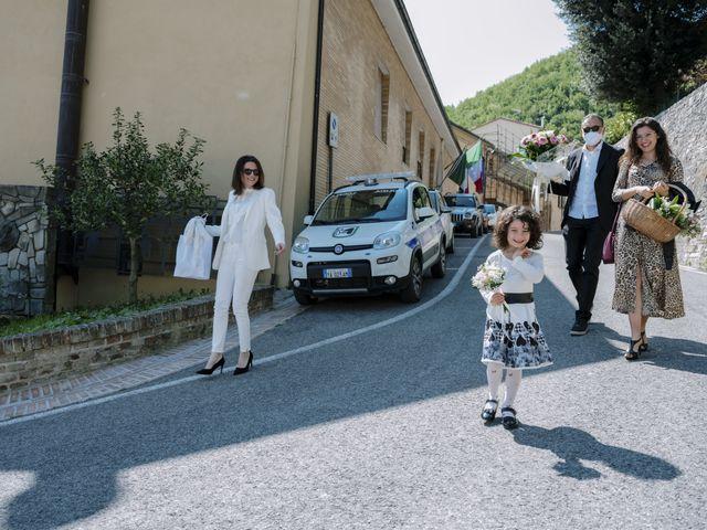 Il matrimonio di Luca e Silvia a Serrapetrona, Macerata 5